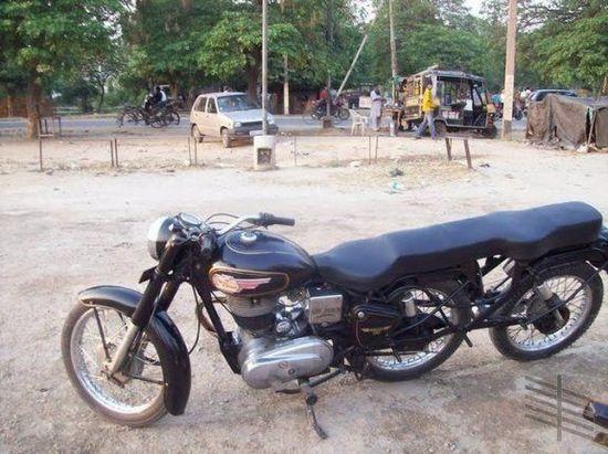 STRANGE STRETCH MOTORCYCLE - INDIA