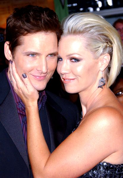 Twilight star and vintage 90210 queen Jennie Garth and Peter Facinelli divorce after an impressive 11 years of marriage - that's 55 in Hollywood years. Another celebrity couple break up... Dumped