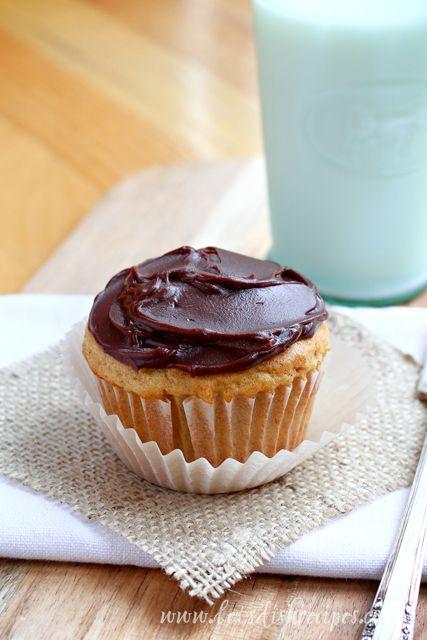Pumpkin Chocolate Cupcakes with Pumpkin Creme Filling on MyRecipeMagic.com #cupcakes #pumpkin #chocolate