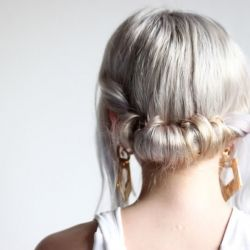 DIY messy twist updo, and 3 other DIY projects : DIY Peter Pan collar, DIY geometric pendant, DIY faux fur pompom hair tie.