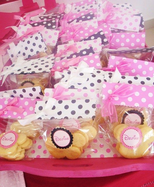 Favors at a Pink Minnie Mouse Party #minniemouse #favors