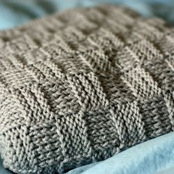 Free pattern for an easy to knit baby blanket
