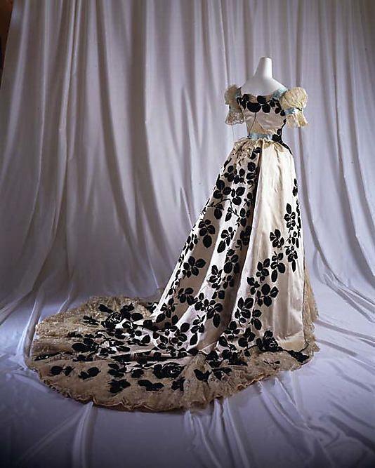 Evening dress. Worth. 1898-1900