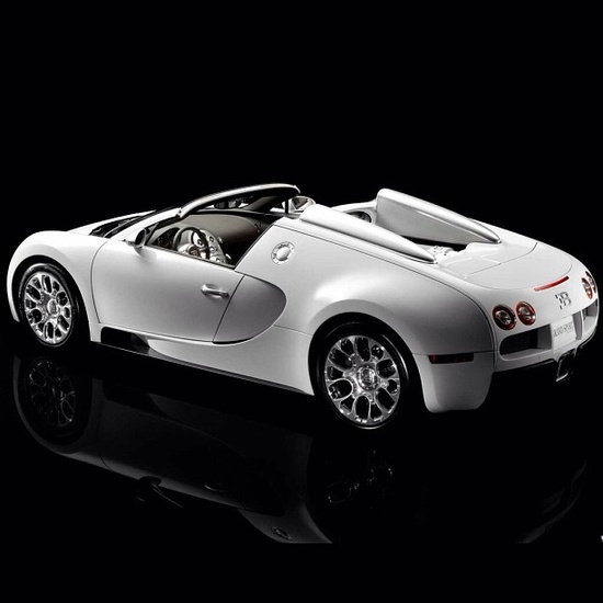 A masterpiece - the beautiful Bugatti Veyron