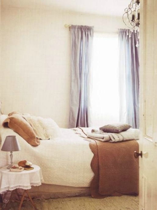 ?Lovely, rested shades and layers / #interior #bedroom #decor #space