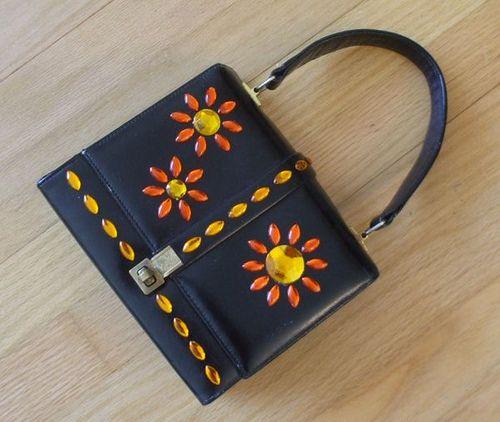 a little flower-embellishment project to resparkle a plain vintage handbag