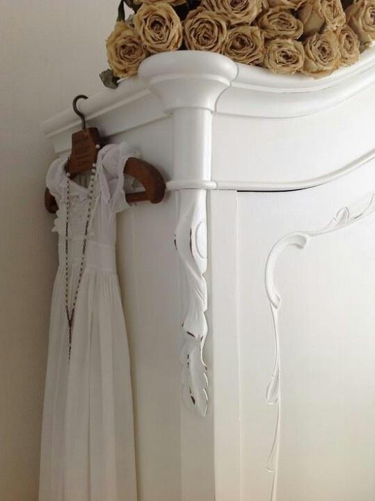 Shabby chic white decor
