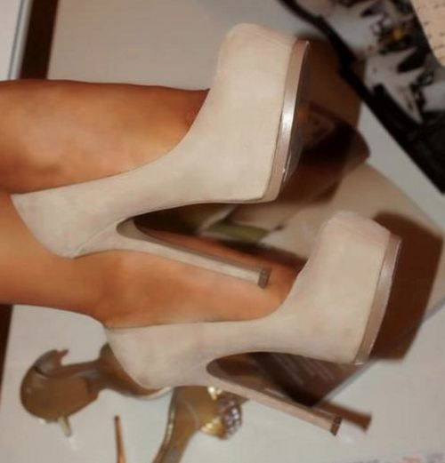 I love a great nude shoe!