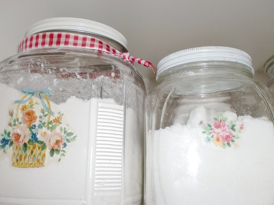 Cute vintage kitchen jars
