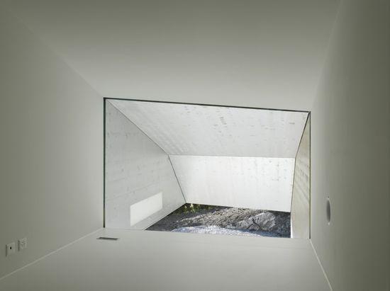 Nice minimal window detailling. Bonnard Woeffray Architectes, Martinho Les Neyres Residence.