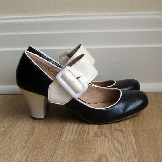vintage shoes....so cute!