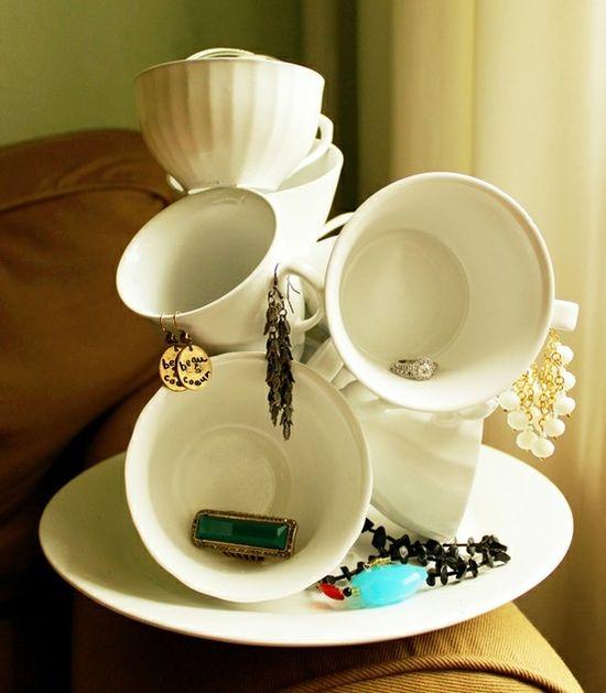Amazing idea! Dollar store mugs made into a jewelry holder