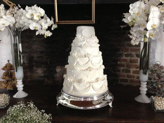 Romantic Wedding Cake - by DanusaCakescomamor @ CakesDecor.com - cake decorating website