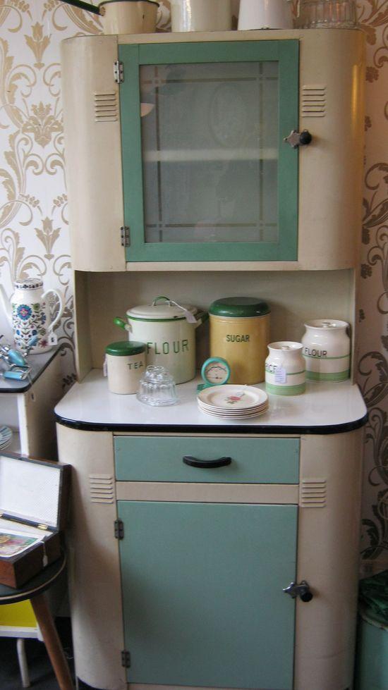 Such a lovely 1940s kitchen cabinet. #vintage #1940s #kitchen #cabinets #decor