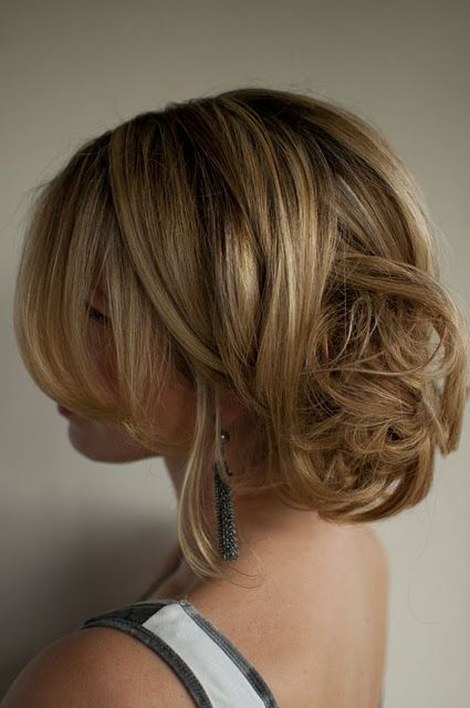 "cute messy up-do (click on the link ""hair romance challenge"" above the pic to get 30 other hair-dos)"