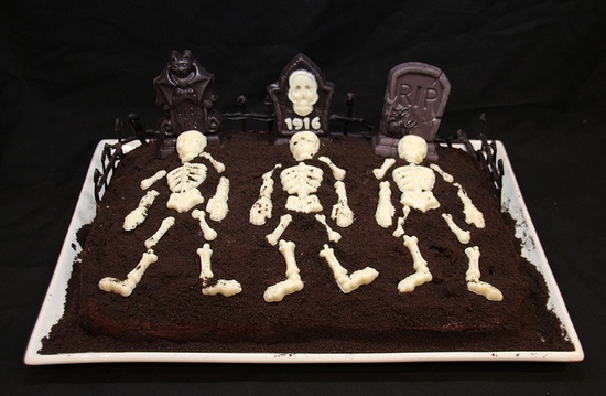 Graveyard Halloween Cake by Nadia Bakes, via Flickr