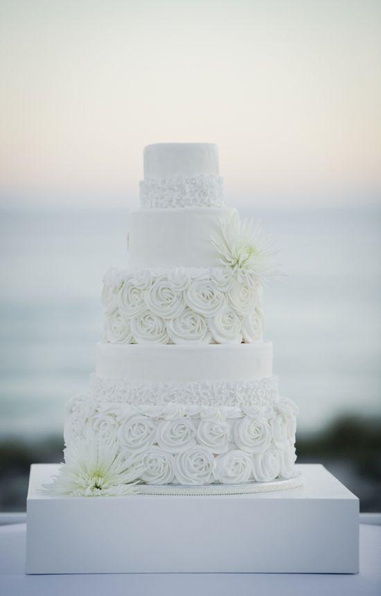 Modern wedding cake // photo by aislinnkate.com