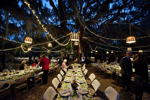 Wow. Just wow. I DEFINITELY like the look of this outdoor reception!!