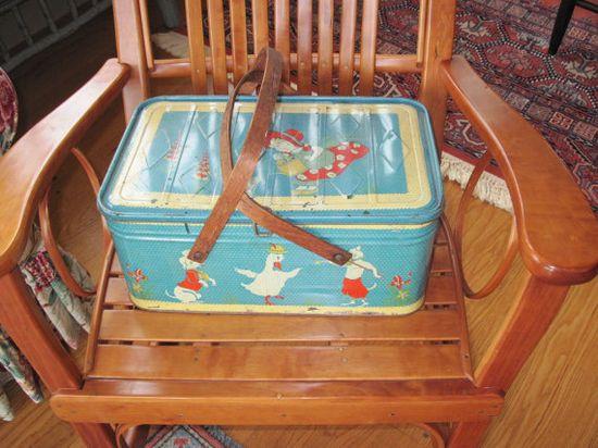 Vintage picnic basket ?