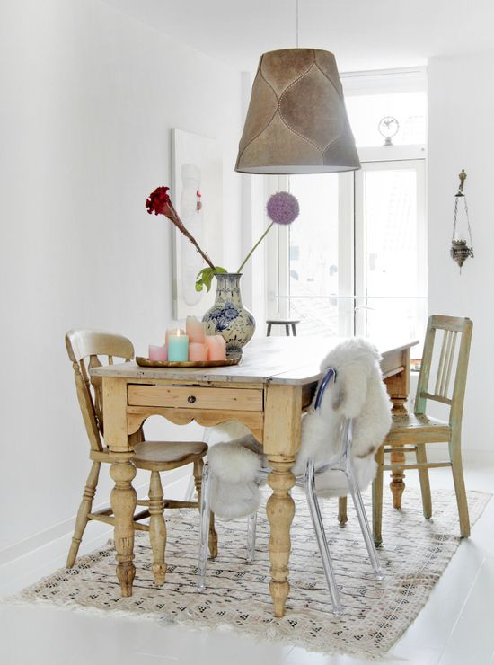 Relaxing dining room from Dutch online magazine: www.naturellemaga...
