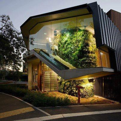 Interior and Exterior Garden Walls. En nuestro diseño buscamos la integración de las áreas verdes, el concepto y el edificio.