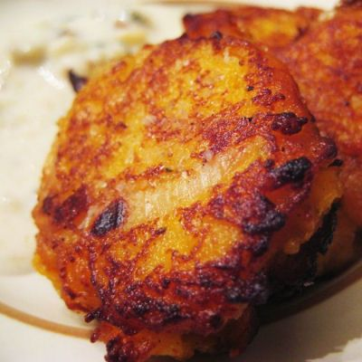 Paleo butternut squash cakes     1 butternut squash, peeled and roughly chopped     1 Tbsp Chives     1 Tbsp onion powder     1/2 cup red onion, finely chopped     1 tsp fresh sage, chopped     Salt and pepper to taste     coconut oil
