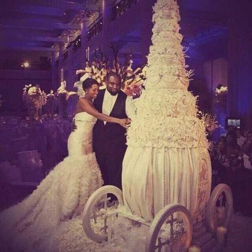 huge wedding cake #wedding #cakes