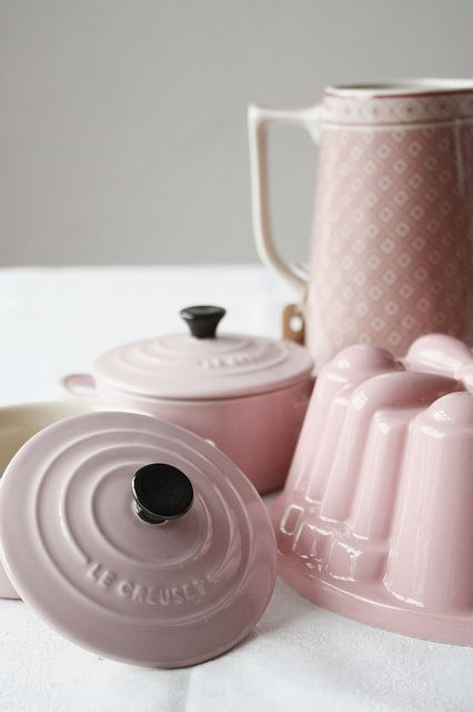 Beautiful shades of pale pink kitchen loveliness. #pink #kitchen #cookware