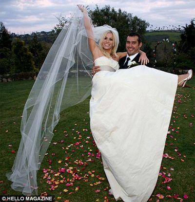 singer Natasha Bedingfield marries  Matt Robinson at Church Estates Vineyard,California.