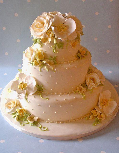Cream fleur cake by nice icing, via Flickr