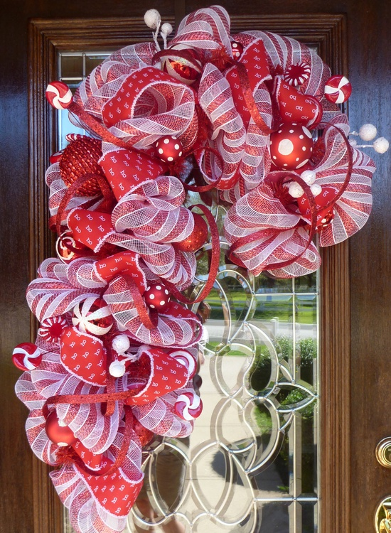 RED and WHITE CANDY Cane Christmas Wreath.