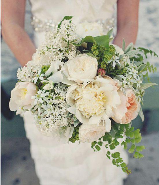 Amazing white bridal bouquet, wedding flowers ideal for vintage wedding