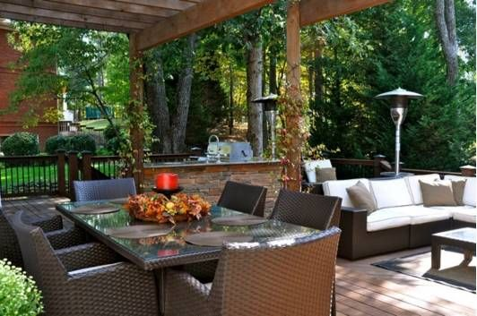 Hardwood decking with brown wicker patio furniture to create an natural accent.