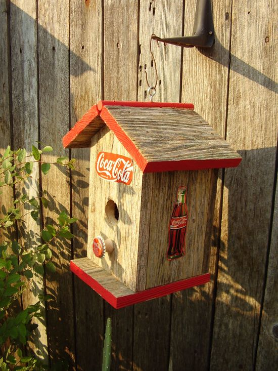 My mom would love this birdhouse