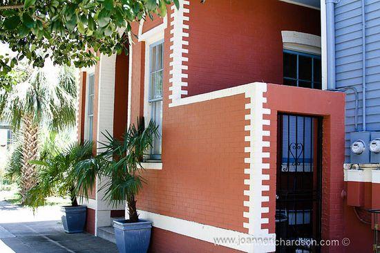Colors on a building - Savannah GA