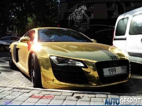 Golden Audi R8
