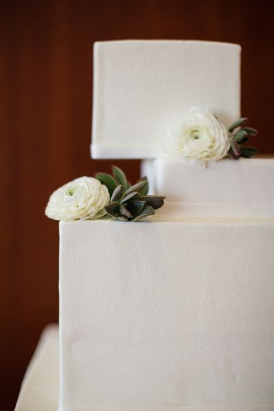 white modern cake by www.cakesbyginaho...
