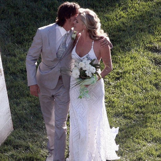 Rebecca Romijn's geraniums and roses are an outstandingly organic ornament. – Celebrity Wedding Bouquets