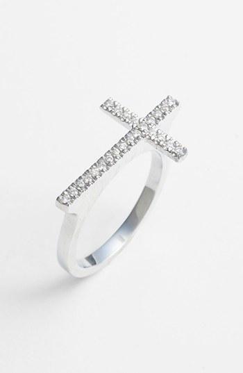 Oh la la! Diamond cross ring