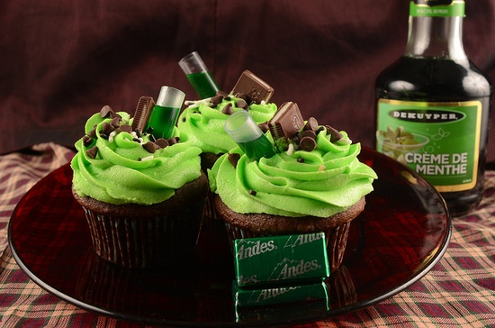 Awesomely yummy looking Chocolate-Mint Cupcakes complete with a shot Creme de Minthe. So creative! #cupcakes #food #dessert #baking #mint #chocolate #food #St_Patricks_Day