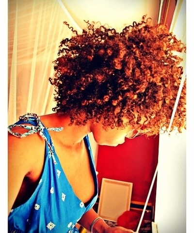 Love the color in the light ? #naturalhair