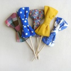 These super cute bow tie props are perfect for your next event. #craftgawker