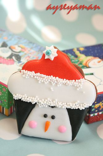 South Pole approved, totally adorable Penguin Cupcake Christmas Cookies. #decorated #cookies #cupcakes #penguins #food #baking #dessert #Christmas #kids