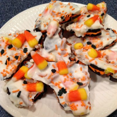 """Oreo Halloween Bark...FYI Almond Bark does NOT melt easily so add 1 tbs of Crisco at a time while melting for ability to """"drizzle"""" or use melted choc chips for easier option! ~Amanda"""