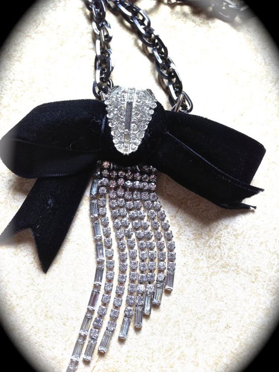 Classically  inspired vintage bow necklace by JNPVintageJewelry, $110.00