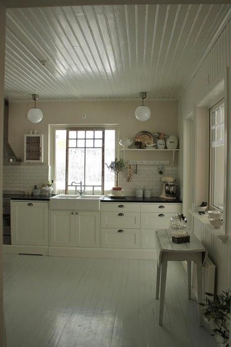 white kitchen, clean kitchen
