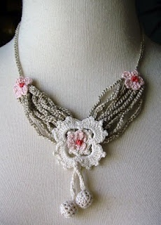 beautiful crocheted necklaces