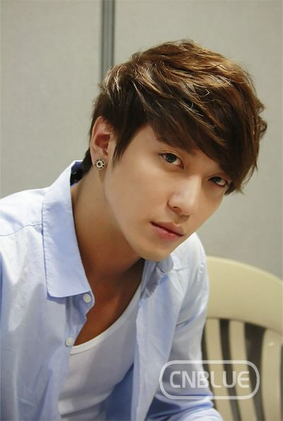 Netizens vote CNBLUE's Yonghwa as #1 anticipated male star born in the year of the snake