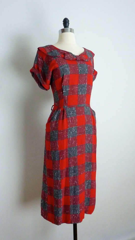 love this with the oversized plaid, collar and bow at the neckline! :) #vintage #1950s #dress #plaid #bow