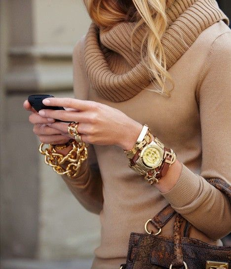 love the chunky gold jewelry with the brown.